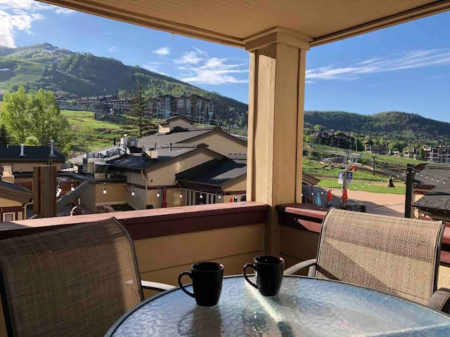 2-Bedroom 2-Bath SKI IN/OUT with Large living area