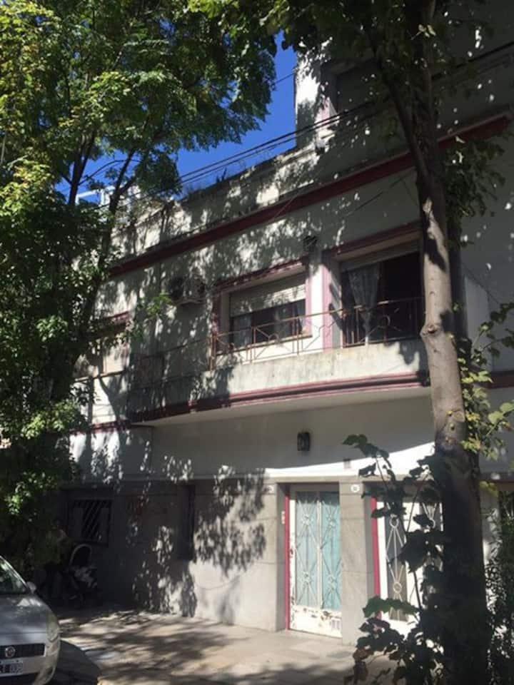 Habitación grande y soleada en Casa Amenábar
