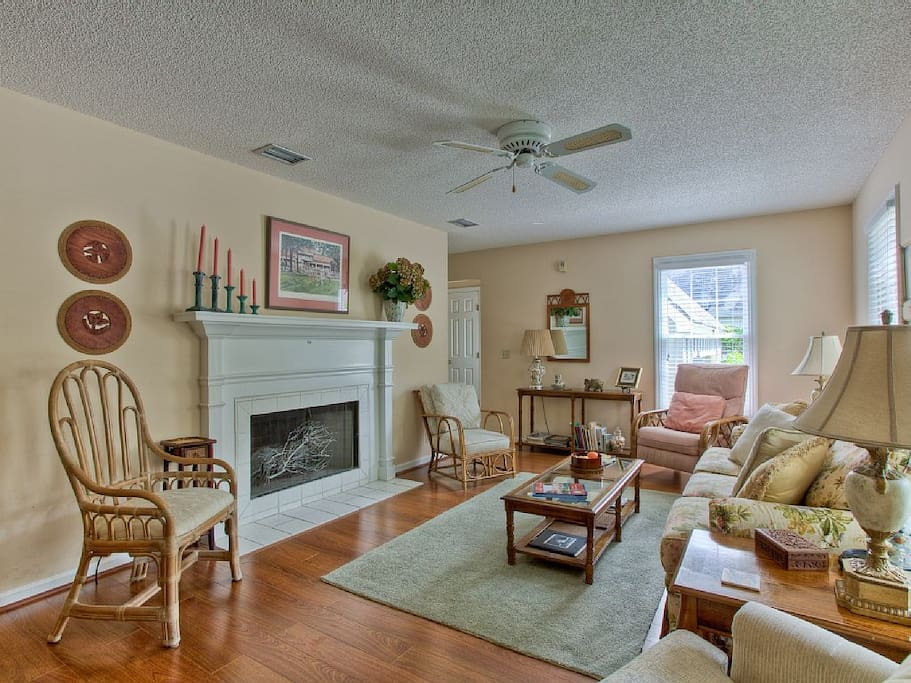 Chair,Furniture,Coffee Table,Table,Fireplace