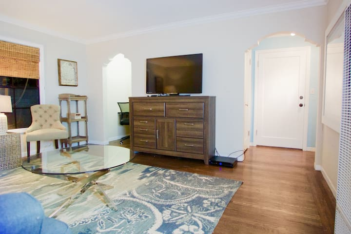 Charming Yet Modern 1 bedroom Dntwn Burlingame 675