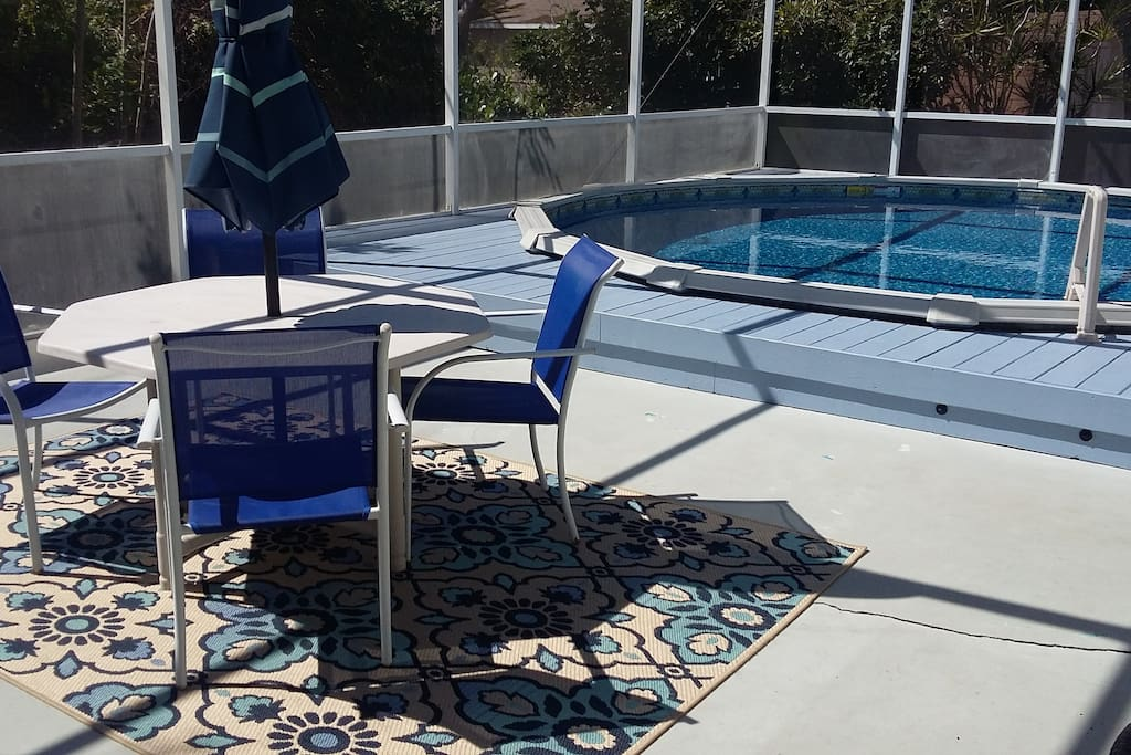 Screen Enclosed Pool and Outdoor Dining Table