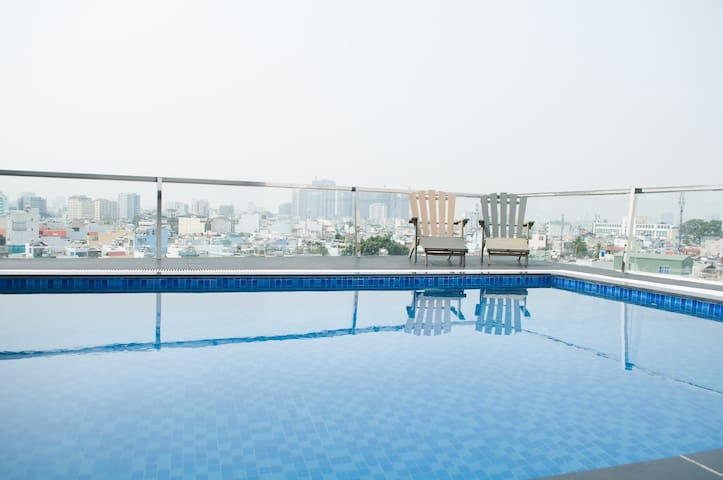 TEA GARDEN! SKY POOL APT NEAR CENTRAL