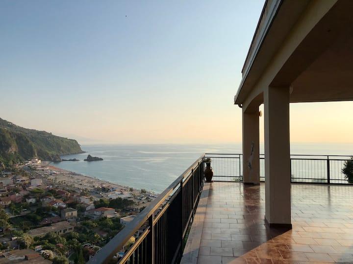 La Terrazza sul Mare - two bed apt with terrace