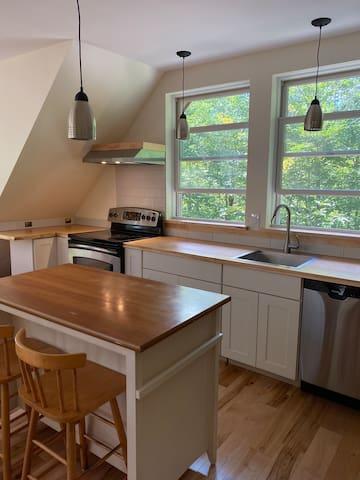 Peaceful studio-well equipped kitchen-near biking