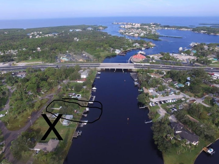 On WATERFRONT-opens to Gulf, Boat DOCK avail/read