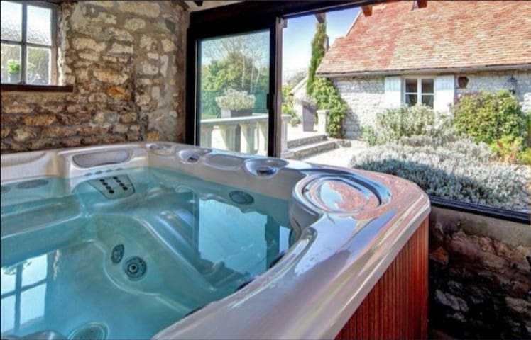 Maison H&H Beautiful calm cottage with pool & spa