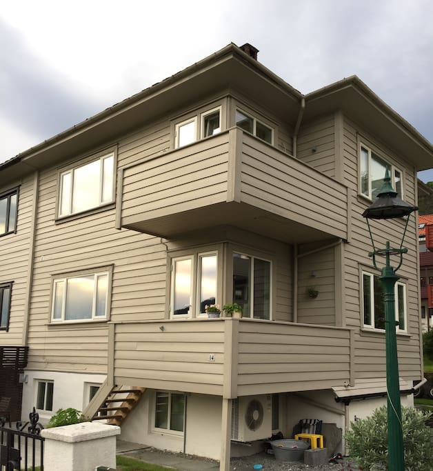 2,5 floor house with garden, terrace and balcony.