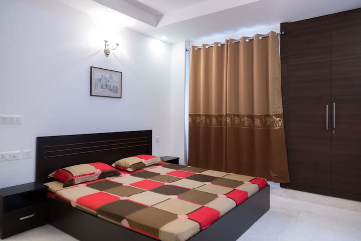 Luxury 3BHK in Defence Colony by MapMyRoom