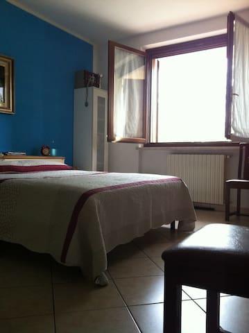 STANZA MATRIMONIALE TRA I CILIEGI - Ceresara - Casa