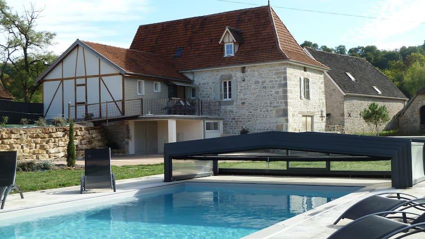CHALEUREUSE MAISON DE CAMPAGNE - Mayrinhac-Lentour - Huis