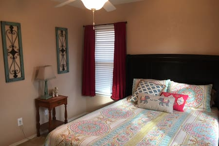 Comfortable Guest Bedroom & Bathroom - Keller