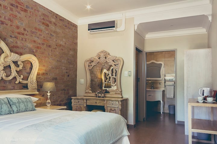 4 Star Luxury Guesthouse with 7 Rooms (1)