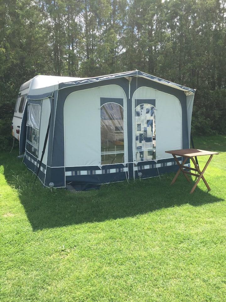 Camping valkenhof 2 pers kip caravan