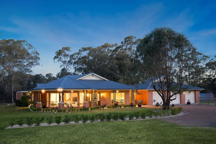 Amelia-Rose - Charming Country Home