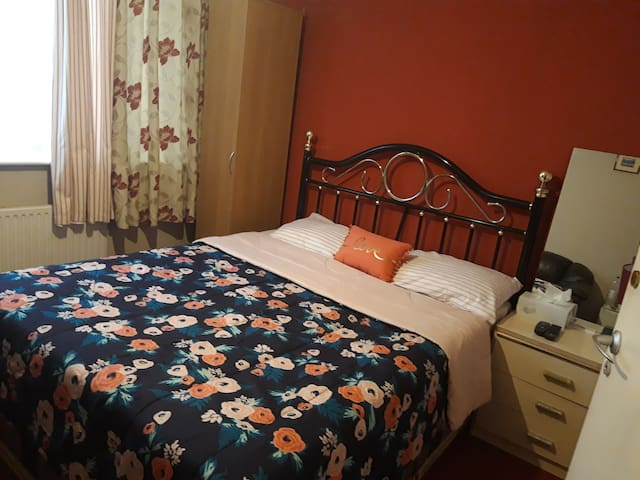 Double Room in Prime Area W/T TV