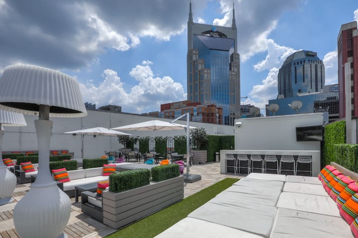 Studio 154 Deluxe Posh Suite in Downtown Nashville