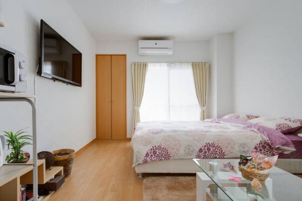 TV / air conditioner / double bed / desk / sofa / closet / window/toothbrush