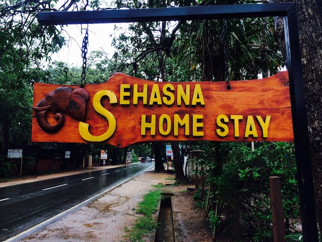 SEHASNA HOME STAY - Ehelagala - House