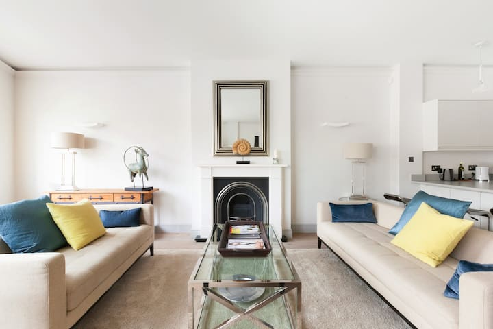 Modern, Stylish Apartment Close to Kings Road