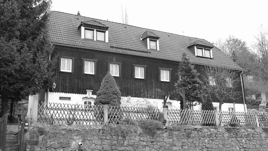 Winzerhaus am Elberadweg in Dresden