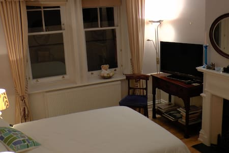 Chelsea Large Private Bedroom - Chelsea - Apartment