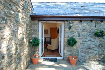 Hunter's Lodge - Aberffraw