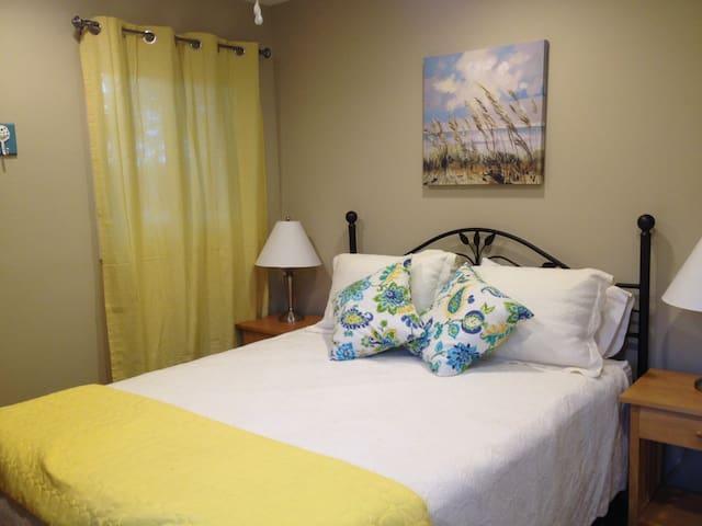 Bedroom #1, Queen + TV