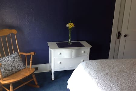 Cozy, private upstairs space - Keene