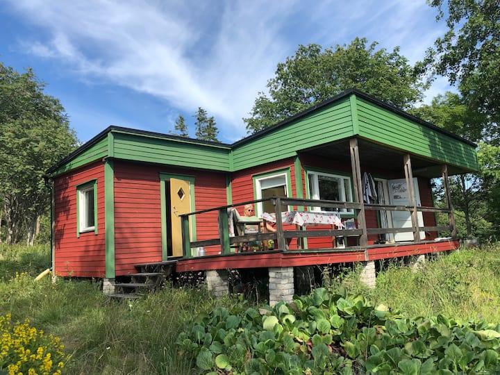 Unik stuga på sjötomt på härliga Björkö Åland
