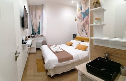 Abbracci  group        Leandra Rooms  Fiore