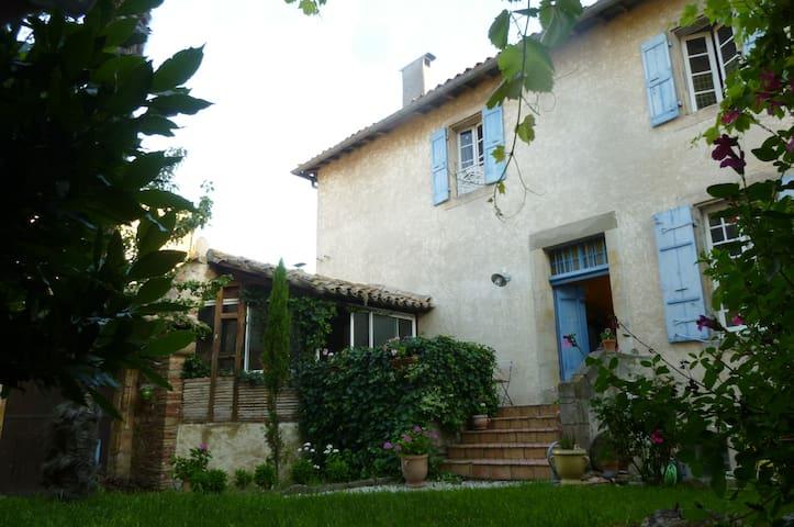 Maison ancienne vue sur les Pyrénées / 5 chbres.