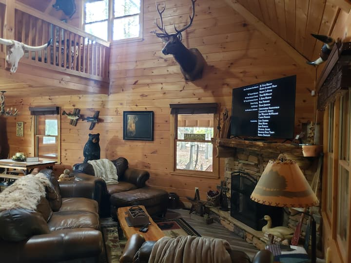 Bear Claw River Lodge - Main Floor and Amenities