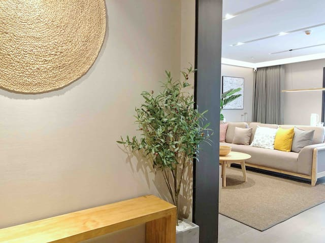 镇江中心苏宁广场MUJI全智能控制家居 B套房一室二厅一卫(实景拍摄)