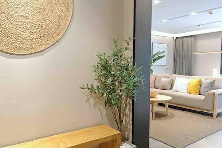 镇江苏宁广场MUJI全智能化大套房B套房一室二厅一卫(实景拍摄、24小时热水无需等待)