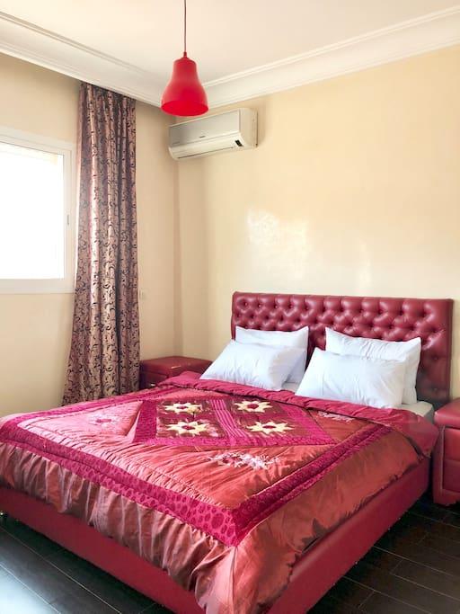 Chambre Double Rouge climatisée