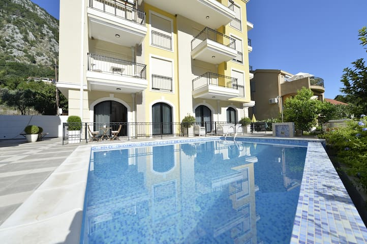 1 bedroom Kotor apartment with outdoor pool