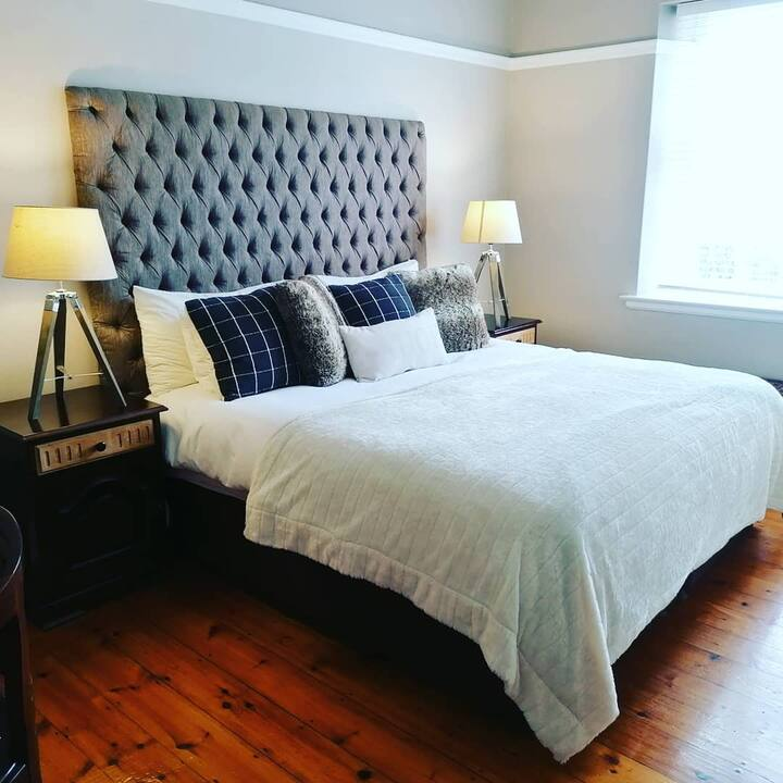 6 on College - Mill Park. Full Guesthouse