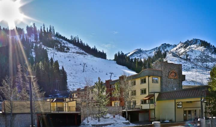 Ski in ski out to Red Wolf Lodge @ Squaw Valley