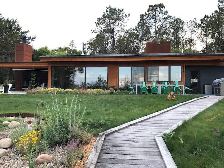 Modern Lake House perfect for groups