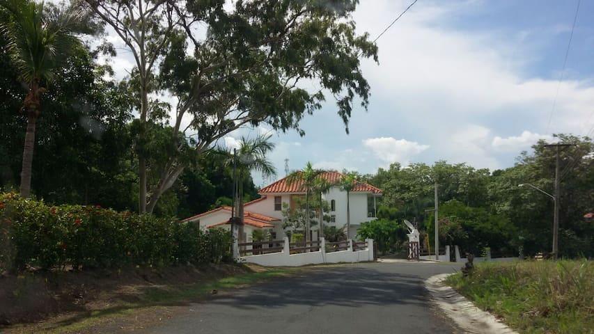 Enjoy golf and peace. Beach nearby - Panama City - Villa