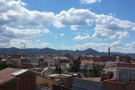 Quite & light double room with balcony. +breakfast - Cornellà de Llobregat - Lakás