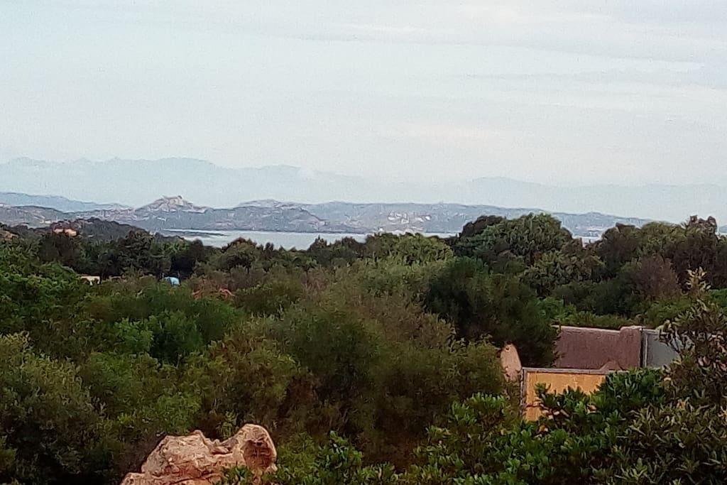 Vista verso Palau e skyline di Corsica