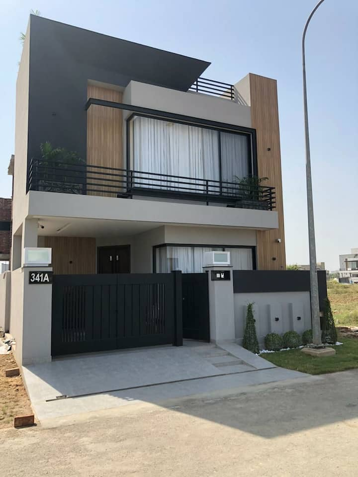 3 Bed Fully Furnished Town House Dha Town
