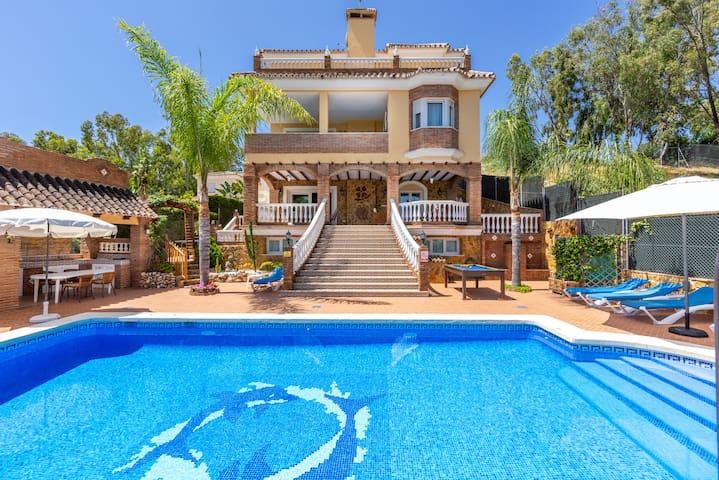 Wunderschöne Villa Trebol mit Panoramasicht, WLAN, Garten, Terrasse und Pool; Parkplätze verfügbar