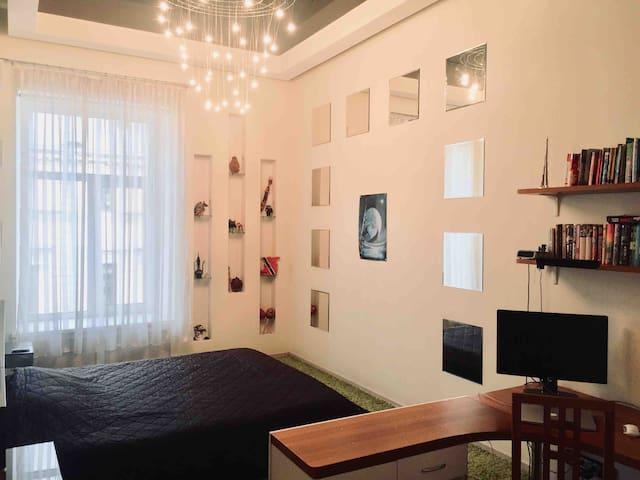2-room bright apartment in top location