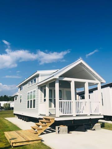 THE SEASHORE 1 RESORT TINY HOUSE in Gulf Shores