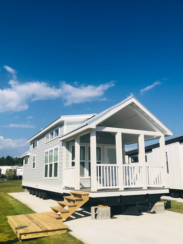 THE SEASHORE 1 RESORT TINY HOUSE in Gulf Shores