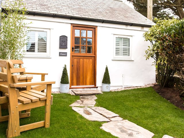 DOWR COTTAGE, character holiday cottage in Tintagel, Ref 963768