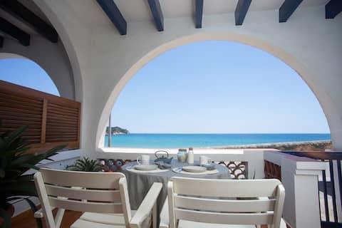 La Caseta de la Fosca, en el mar. By the sea.