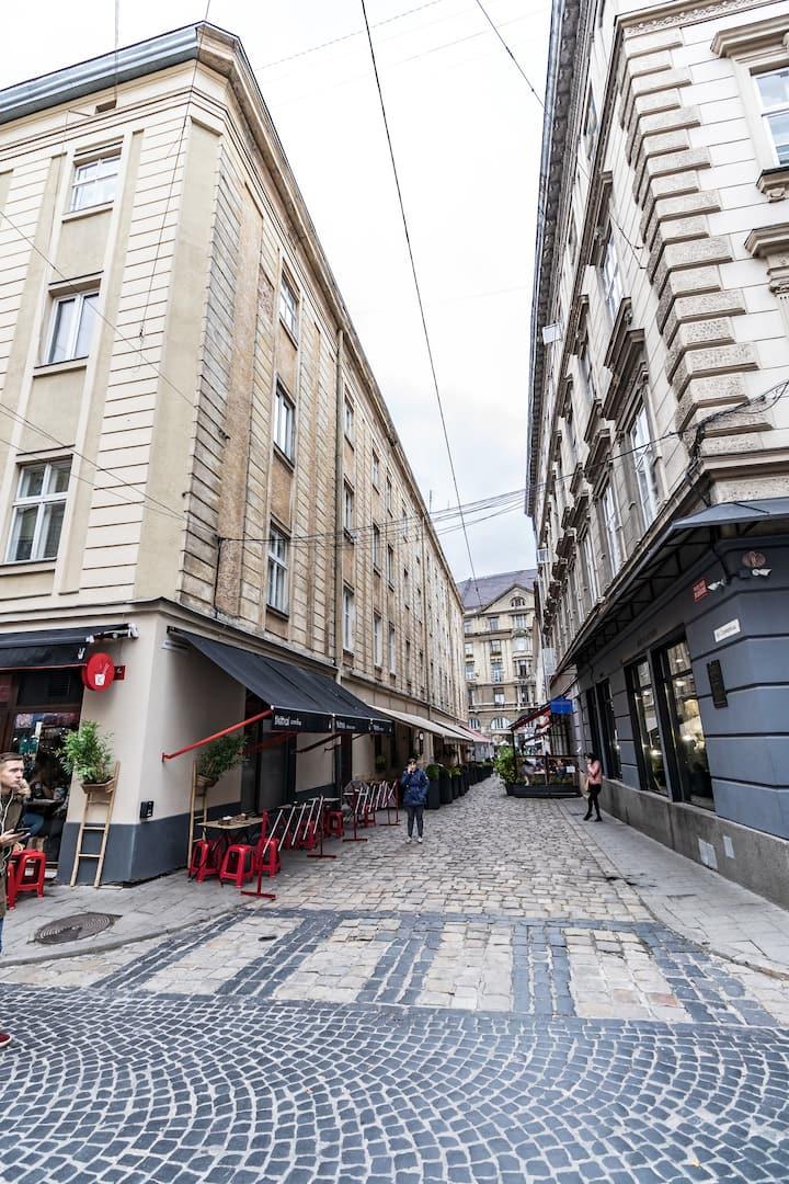 Bright Golden Rose | Apartments | Lviv City Centre